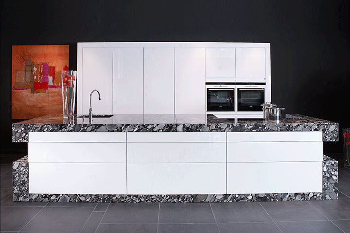 Any Unique Design Is Possible With Zeyko, Such As This White High Gloss  Lacquered Base Units Encased In Dramatic Side Panels And Countertop. Metal X  ...